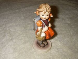 HUMMEL FIGURINE #81/0 SCHOOL GIRL