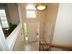 >CHARMING SPACIOUS,3 BEDROOM UPPER LEVEL FOR RENT (8