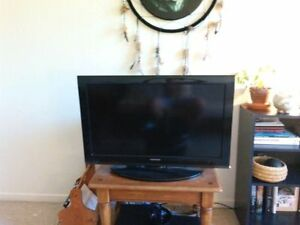 """32"""" tv. Twp small spots on left side of screen"""