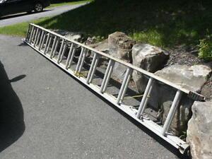 Échelle coulissante en aluminium de 28 pieds