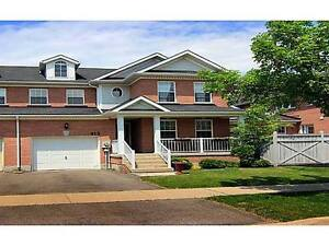 STUNNING 5 BEDROOM HOME FOR RENT IN NIAGARA ON THE GREEN!