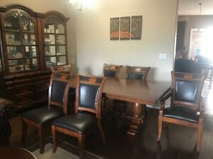 EUC 8 PC  Dining Set, Table w leaves, 6 Chairs and Buffet/Hutch