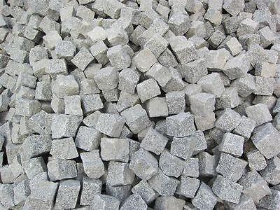 Schlesischer Granit Pflastersteine grau 8/11 cm gespalten im BigBag