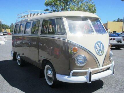 1968 Volkswagen Kombi Beige & Cream Manual 15 Window Bus