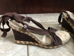 UGG Sandals - like new - size 7