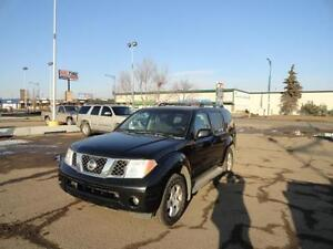 2005 Nissan Pathfinder SE Off-Road SUV ( WITH WARRANTY  )
