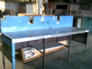 tables  etablie en acier  usagé