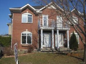 Semi detached house for rent in the 'O' Brossard - July 1