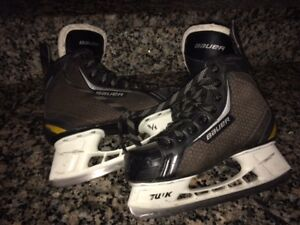Nearly-New Quality Youth Size 5 BAEUR Hockey Skates & MORE!