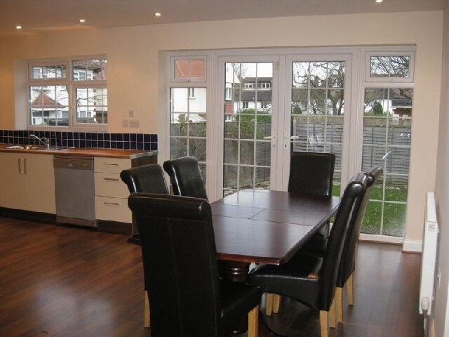 A great three bedroom house available to rent in Hendon close to Middlesex Uni.