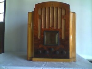 1934 General Electric Semi- Cathedral Wooden Radio
