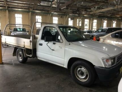 2000 Toyota Hilux RZN149R White 5 Speed 5 SP MANUAL Cab Chassis