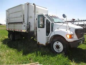 2003 Ford F750 Side Load Refuse Truck