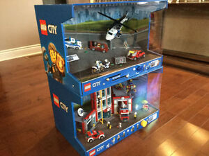 2 LEGO CITY DISPLAYS !!