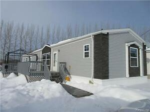 A gem! Luxurious mobile home with 3 BR 2 Baths on 9000 sqft lot!