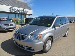 2015 Chrysler Town & Country Premium FULLY LOADED!  REAR DVD!