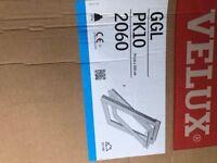 Velux GGL 2060 PK10 94cm x 160 cm Centre Pivot Window