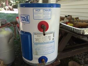 Electric Space Saver Hot Water Heater - 43L. New price - must go Kawartha Lakes Peterborough Area image 1