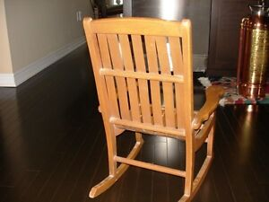 Very beautiful ANTIQUE Bentwood CHILD'S ROCKING CHAIR solid wood Cambridge Kitchener Area image 4