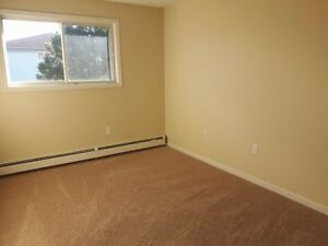 Large Pet-Friendly Two Bedroom…Great Value!! Aug/Sept