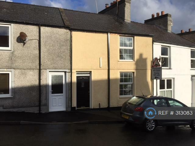 2 bedroom house in Machine Street, Amlwch, LL68