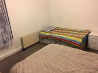 Cosy twin room close to center. Close to University. Good for couple. Starts from £45p/w each person