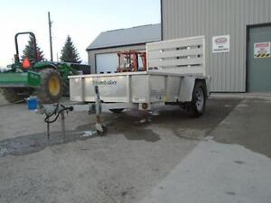 **USED** 5X8 ALUMINUM UTILITY TRAILER - SOLID SIDES, BIFOLD GATE London Ontario image 6