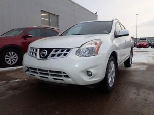 2013 Nissan Rogue SV AWD, Navi, sunroof, back up camera and more