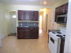 4 bed Main floor suite with laundry - All utilities included