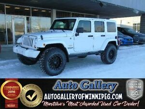 2013 Jeep Wrangler Unlimited Sahara 4x4*Lift/Nav