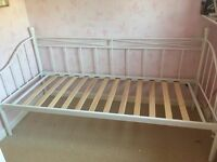 """Gorgeous Day Bed 2ft 6"""" wide"""