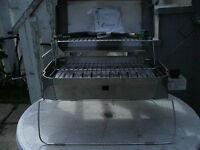 Barbecue , au gaz propane $ 175 en stenlesse neg