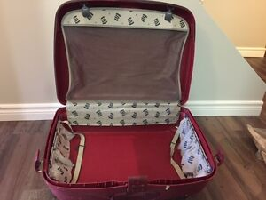 Hard Samonsite Large Suitcase w/ Interior hangers