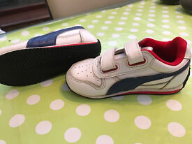 Kids Puma White with red strip Trainers Size 6