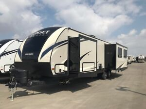 2018 CrossRoads RV Sunset Trail Grand Reserve SS33SI