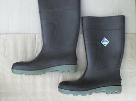 BIG Green Wellington Boots Sz 10 Euro 44