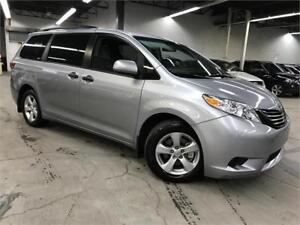 TOYOTA SIENNA CE 2017 / 7 PASSAGERS / 2000KM!!** RECONSTRUIT **