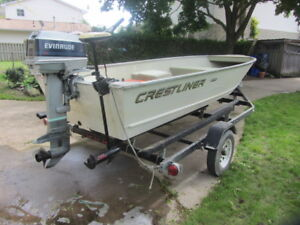 16 FT CRESTLINER ALUMINUM FISHING BOAT WITH 20 HP EVINRUDE MOTOR