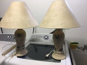 2 Tables Lamps