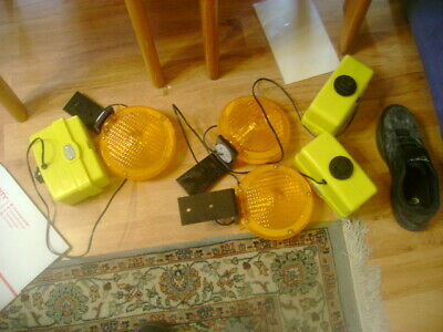 2 piece 3-Way Switch RK Safety BLIGHT4D Barricade Light D-cell with Photocell Yellow Case//Red Lens