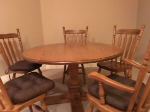 "48""  round solid oak table and chairs"