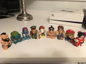"""Collectable Super Street Fighter 2"""" toppers (Rare)"""