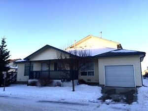 2003 Bungalow style condo w/ garage steps to LRT & hospital