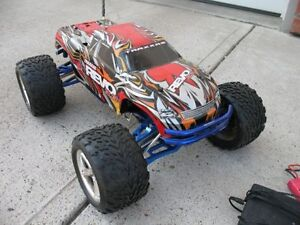Traxxas REVO 3.3 Remote controlled monster truck vehicle