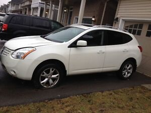 Damaged  AWD 2009 Crossover Nissan Rogue, Sold as it is!!!!!