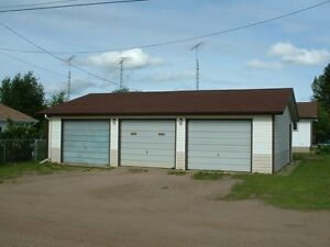 Home WITH THREE bay heated Garage with attached shop . Strathcona County Edmonton Area image 3
