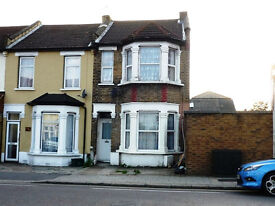 large 1 bed ground floor flat in seven kings