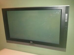 42 inch LG Plasma TV- Cracked Screen Stil works
