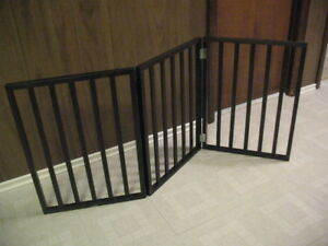Wooden pet gate, BRAND NEW, free-standing
