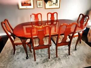 DINING TABLE & 6 CHAIRS, Like new